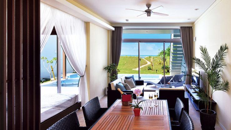 ゲスト用のヴィラからも佐和田の浜の美しさを堪能できるのでお招きすることがおもてなしになります