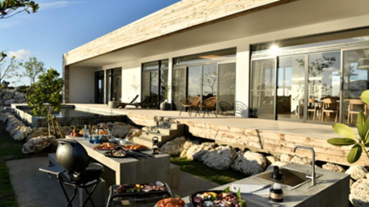 ガーデンに常設されたキッチンスペースを使って地元食材を豪快に楽しむBBQパーティもここならでは