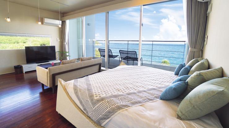 建物は1階と2階にわかれていて、プライベート感も充分。それぞれのベットルームから海を望めます