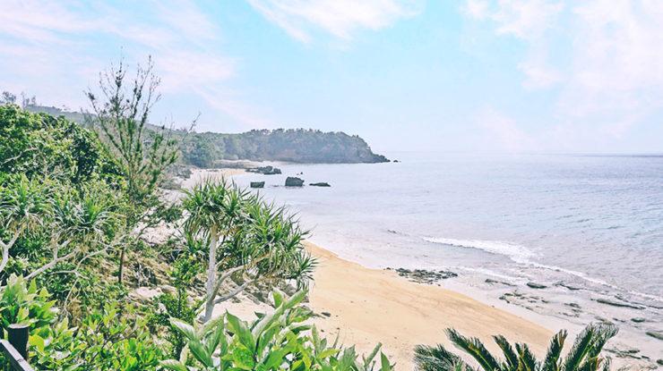 ガーデンからの眺め。静かな沖縄の田舎道を進むとふと現れる邸宅がふたりのステージです
