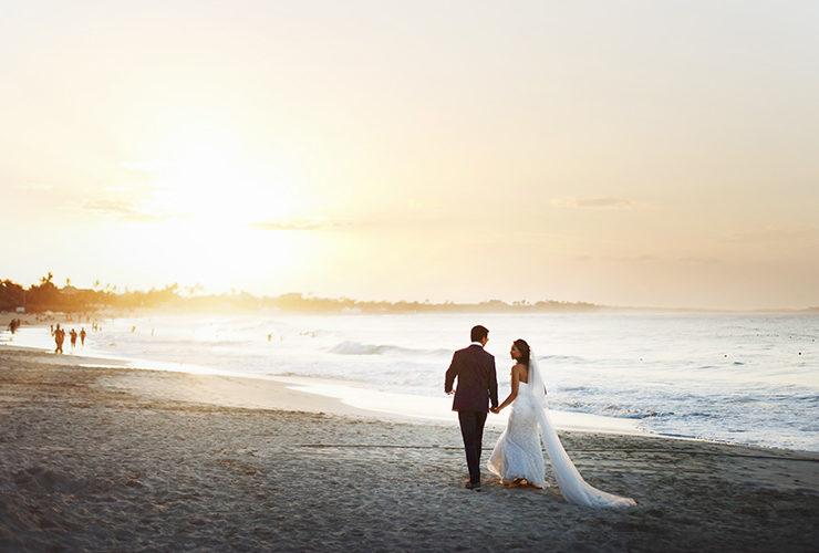 セレモニーの時間によってはサンセットビーチでの記念写真など感動的な演出も(イメージ)
