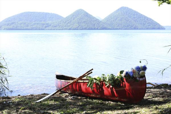 洞爺湖とカヌーのイメージ写真