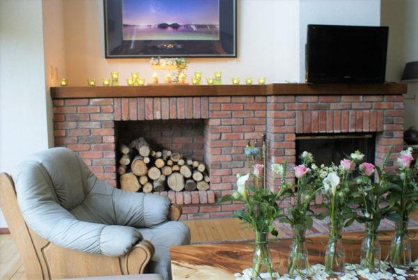 暖炉とお花の装飾演出
