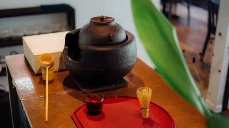 茶房らしく抹茶を点てる演出もおすすめ。お天気によってはガーデンを使っての野点(のだて)も素敵