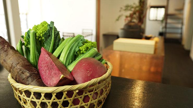 鎌倉野菜などこの場所ならではの滋味深い食材を使った目にも美味しい懐石料理をお楽しみください