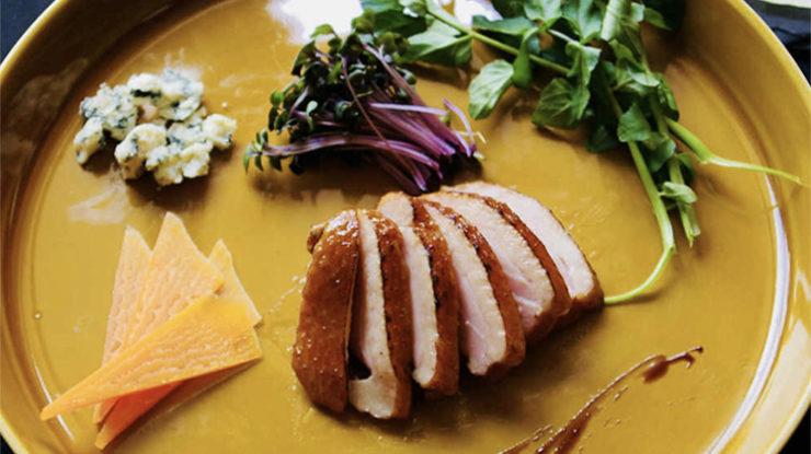 ゲストとの過ごし方に合わせてコース料理、またはブッフェから選べます