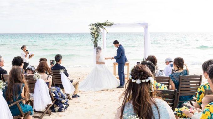 伊良部島でNO1と言われる「渡口の浜」でのビーチ挙式も忘れられない人生の一ページに