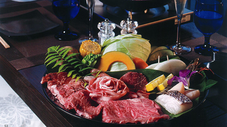 プールサイドパーティでは地元の食材をふんだんに使って屋外でのBBQも可能