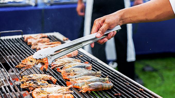 人数が多いパーティでは地元の食材をふんだんに使って屋外でのBBQパーティもおすすめ(イメージ)