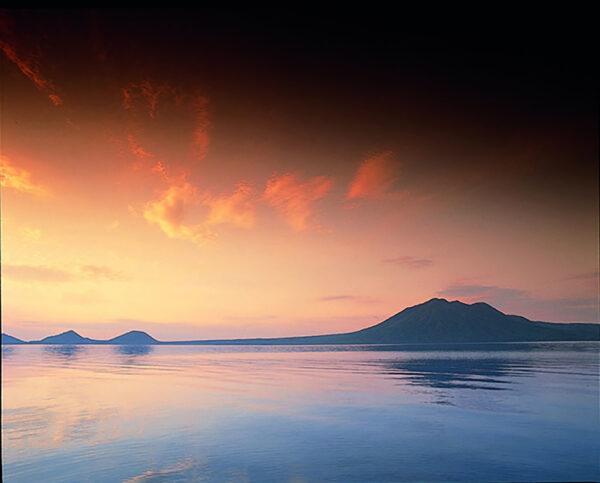 夕日の支笏湖