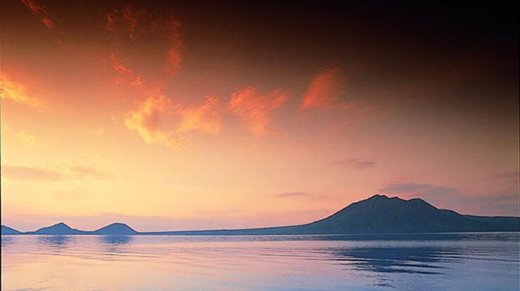 国立公園に指定され、日本有数の透明度を誇るカルデラ湖のほとりに佇むホテルを貸切りで
