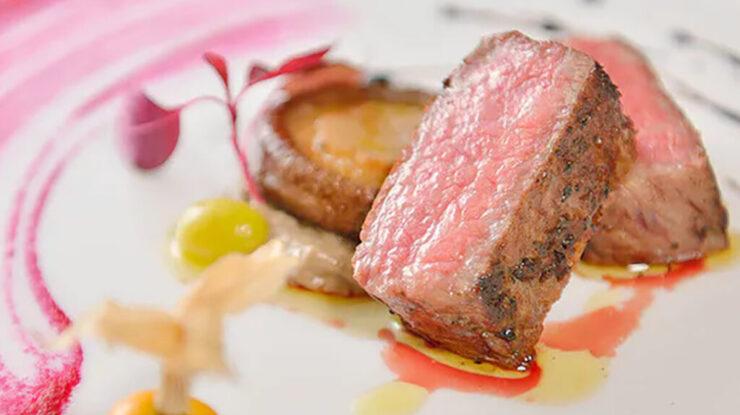 北海道は肉ひとつとっても、ジビエから牛・豚など旬の味覚を丁寧に調理してくれます