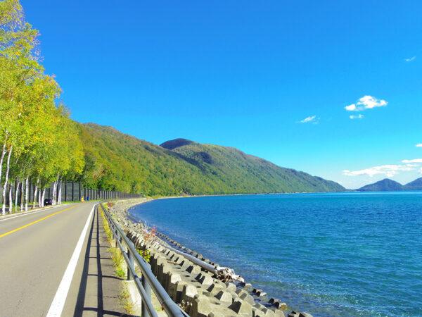 青空の支笏湖