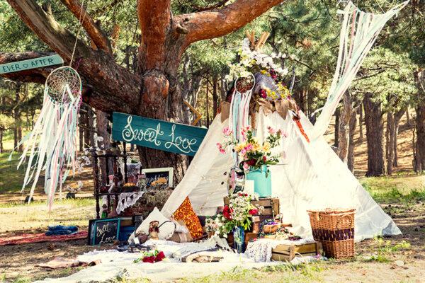 ガーデンウェディングのテント演出